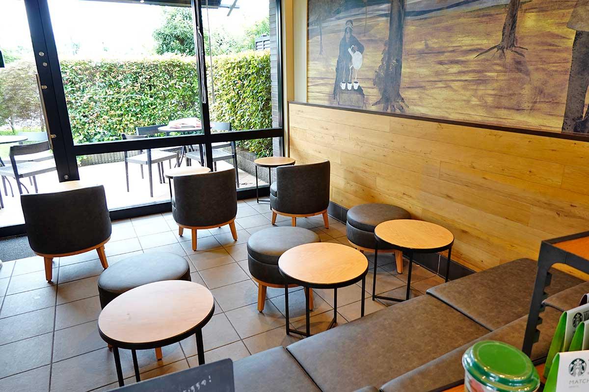 電源アリ席もあるでよ!みんな大好き『スターバックスコーヒー 立川若葉店』の座席が新しくなって店内が明るくなってる